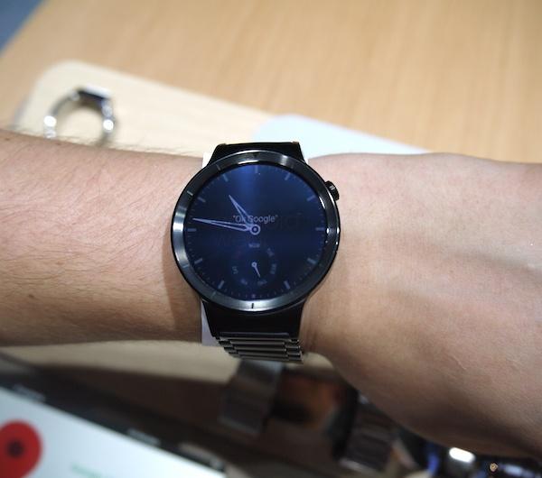 Заключительным анонсом Huawei на выставке IFA 2015 стали умнее часы Huawei Watch