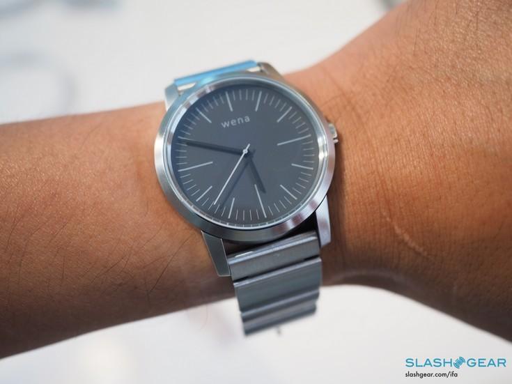 Часы Sony Wena предстали на живых фото