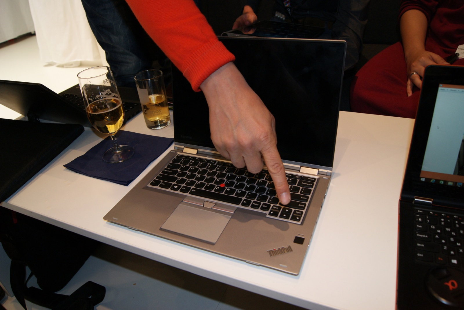 Эксклюзивные фотографии серебристого ThinkPad Yoga 260 - 10