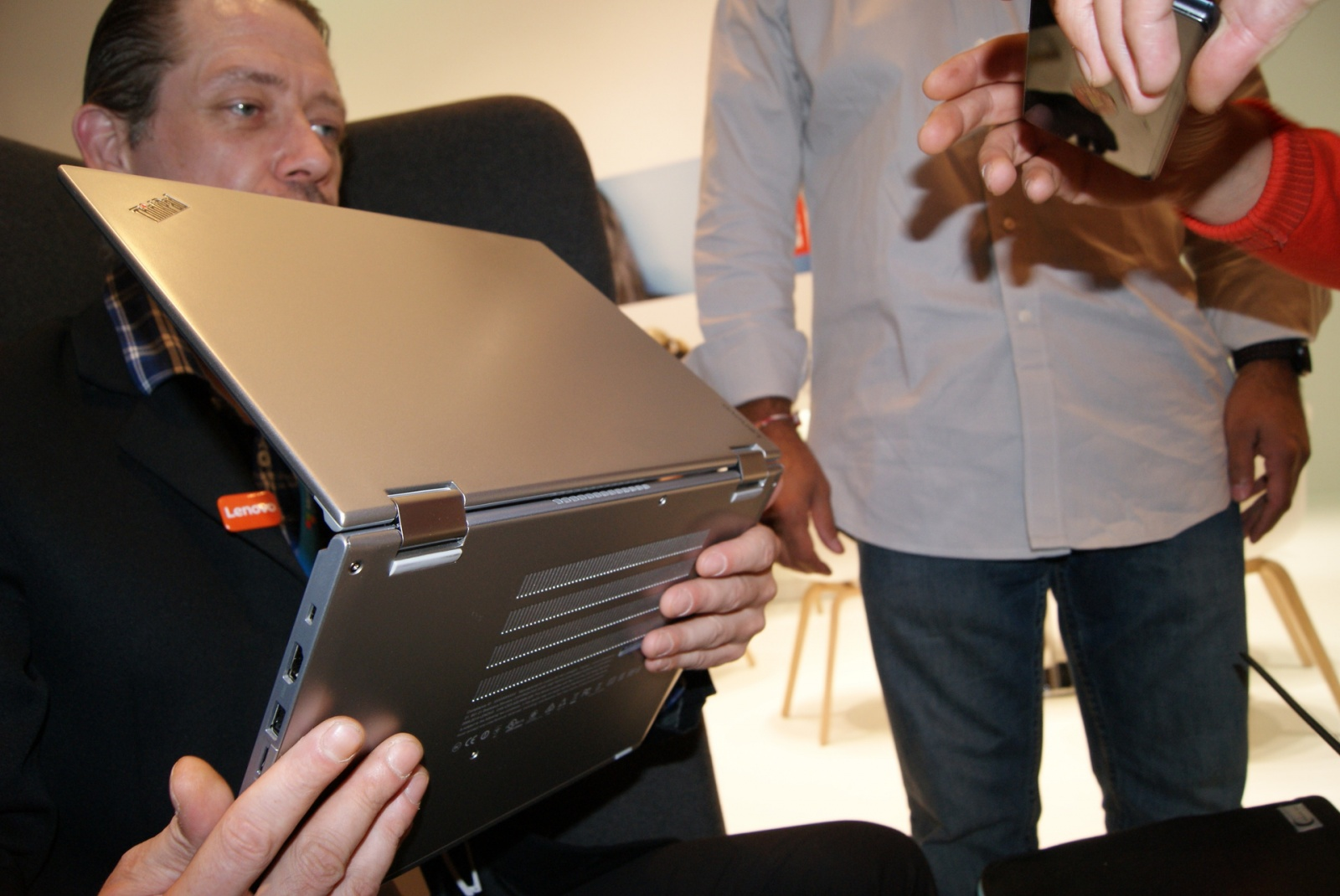 Эксклюзивные фотографии серебристого ThinkPad Yoga 260 - 11