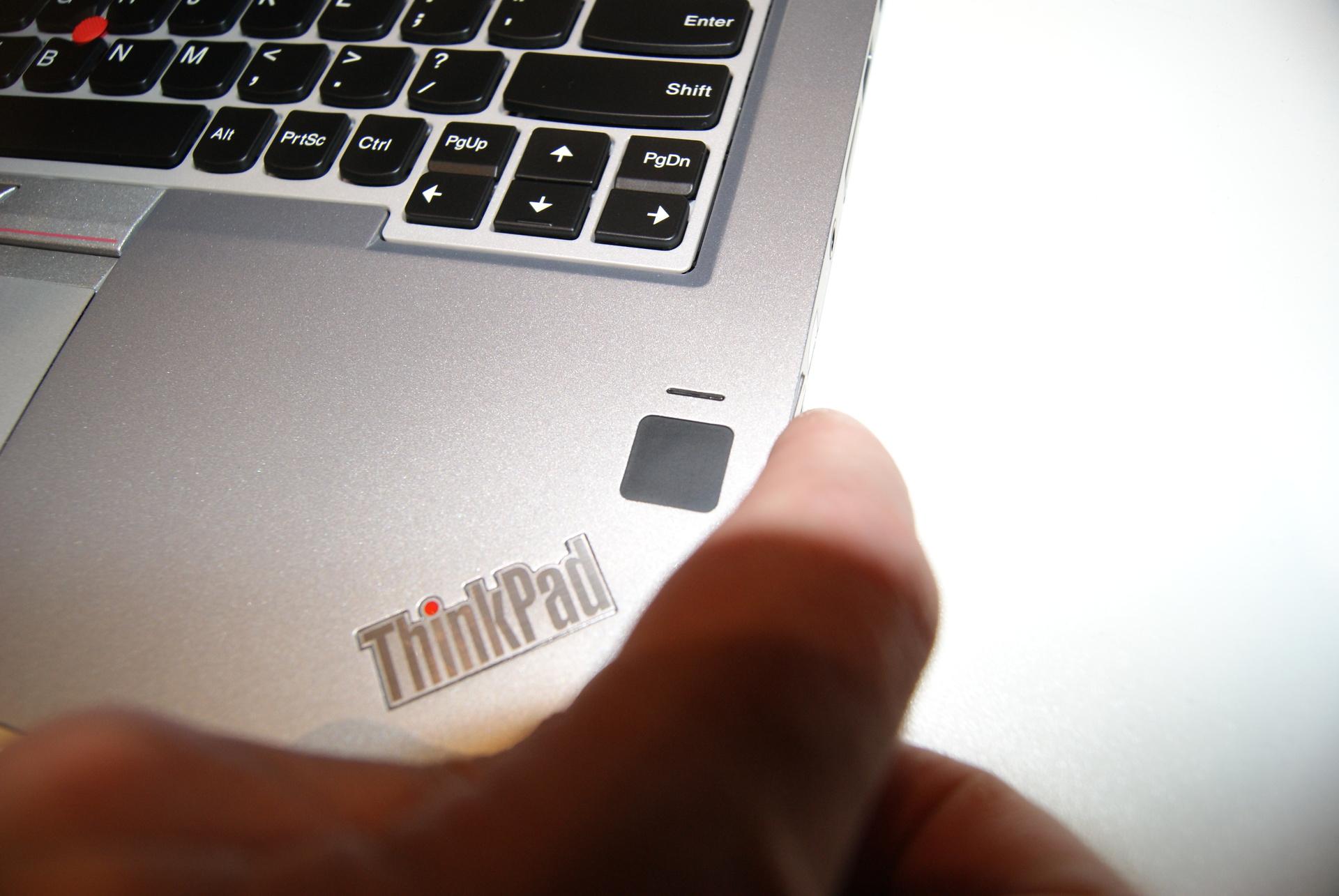 Эксклюзивные фотографии серебристого ThinkPad Yoga 260 - 9