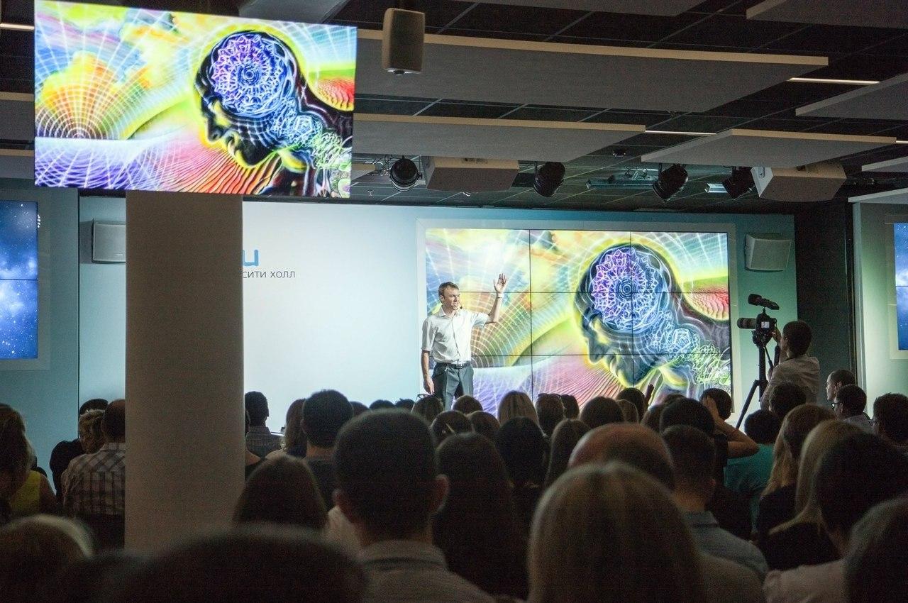 Данила Медведев на презентации vOICe