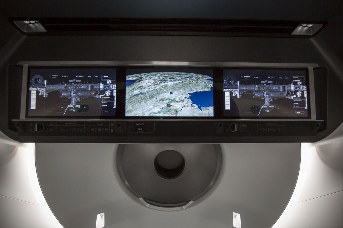 SpaceX выложила фото интерьера космического корабля Crew Dragon - 3