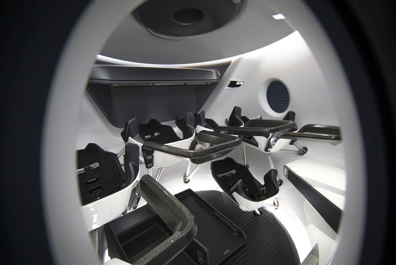 SpaceX выложила фото интерьера космического корабля Crew Dragon - 1