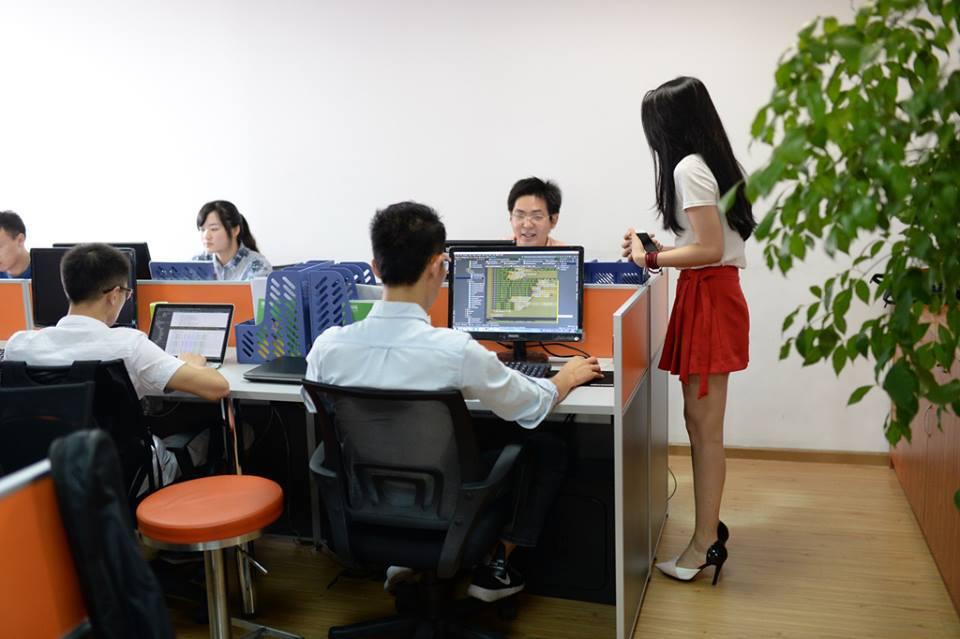 В Китае софтварные компании нанимают девушек для создания весёлой рабочей атмосферы - 2