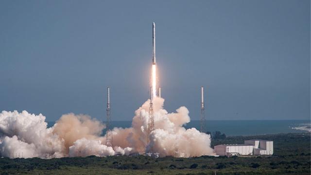 Маск запросил разрешение FCC на тестирование спутников - 1