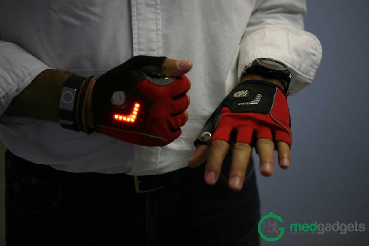 Велосипедные перчатки Zackees повышают безопасность велосипедиста на дороге - 3