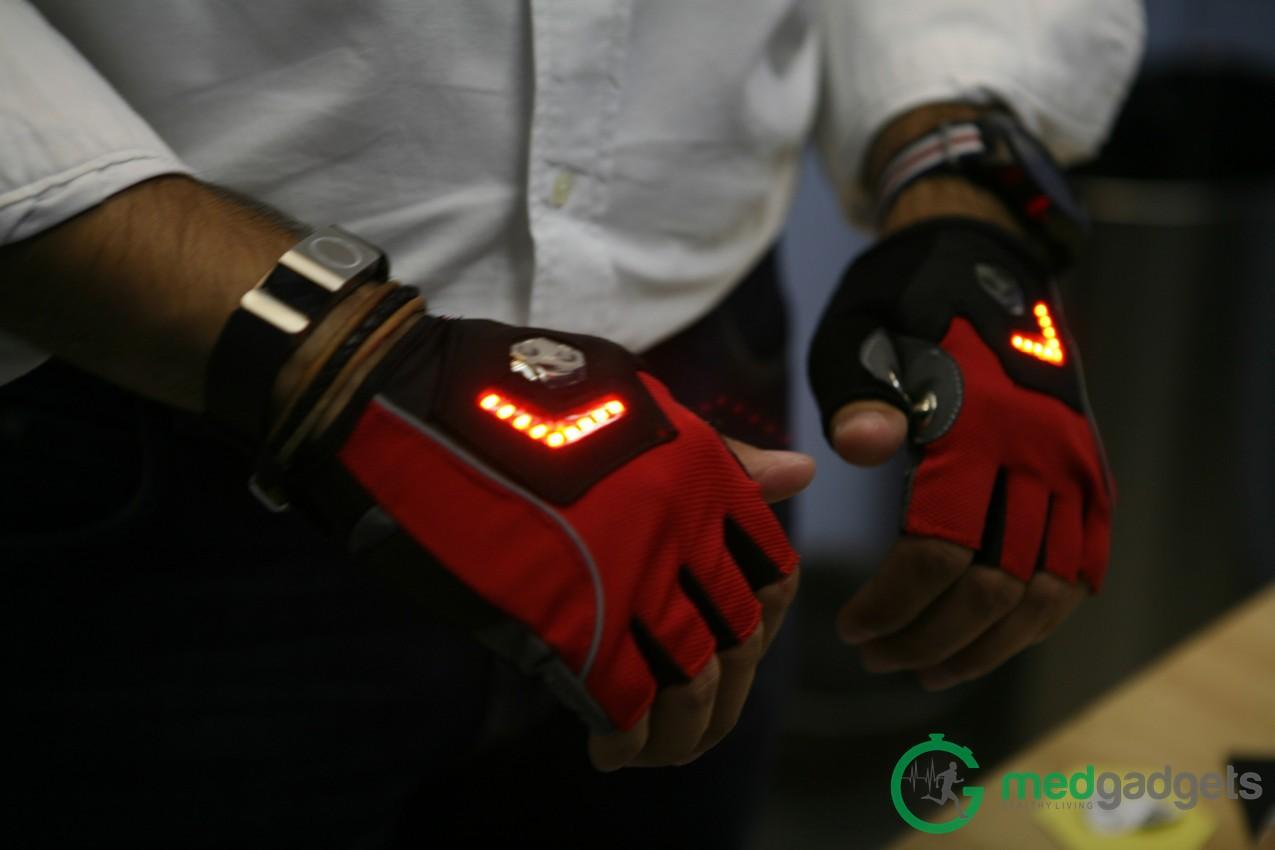 Велосипедные перчатки Zackees повышают безопасность велосипедиста на дороге - 4