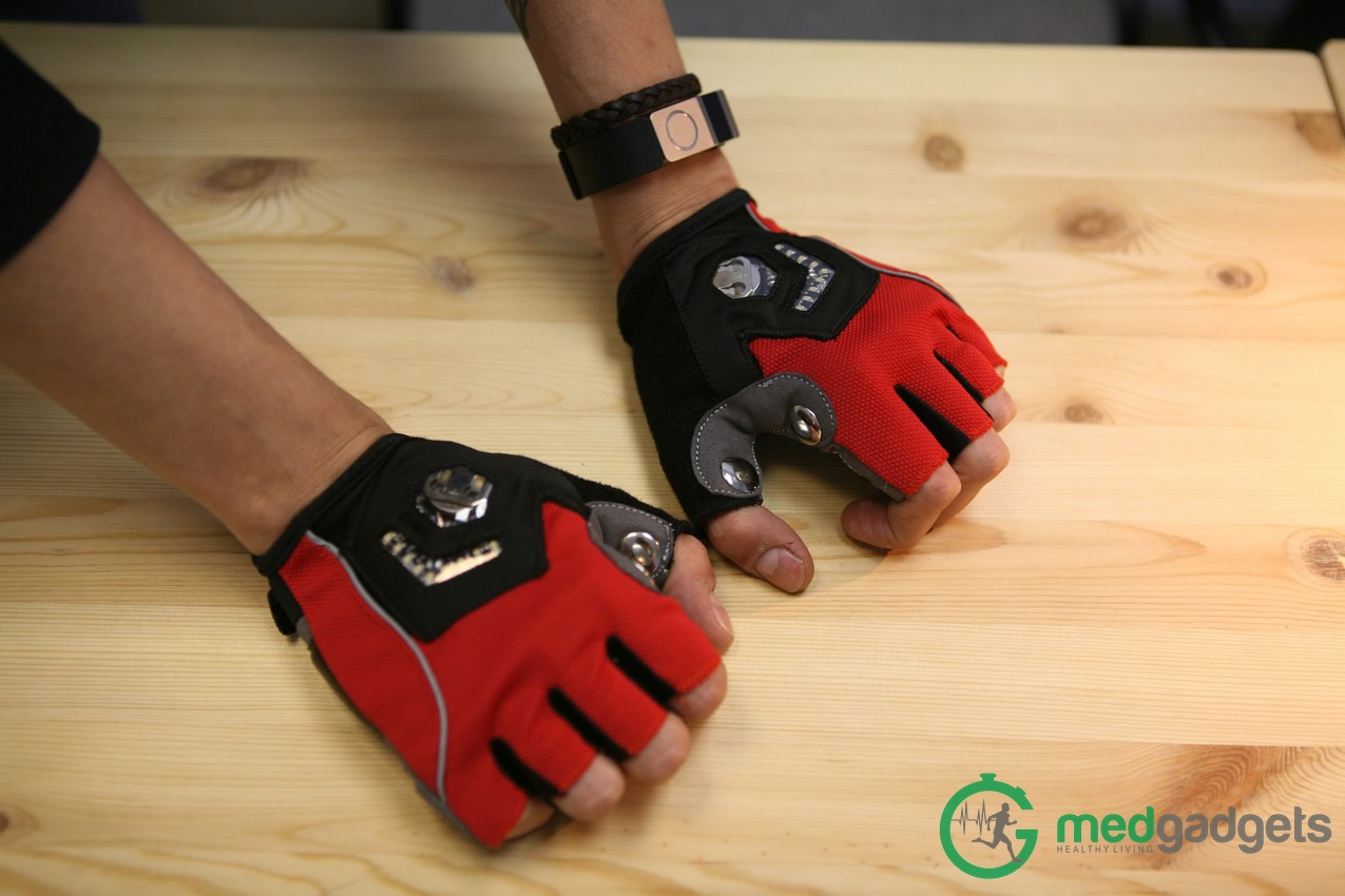 Велосипедные перчатки Zackees повышают безопасность велосипедиста на дороге - 1