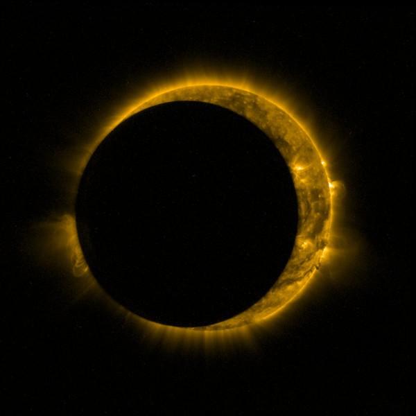 Опубликованы фото и видео солнечного затмения 13 сентября 2015 года со спутников - 1