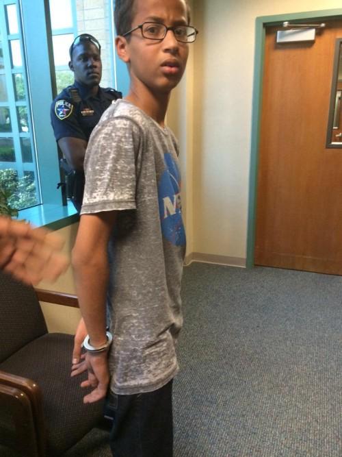 14-летнего подростка арестовали за то, что он принёс в школу самодельные часы - 3