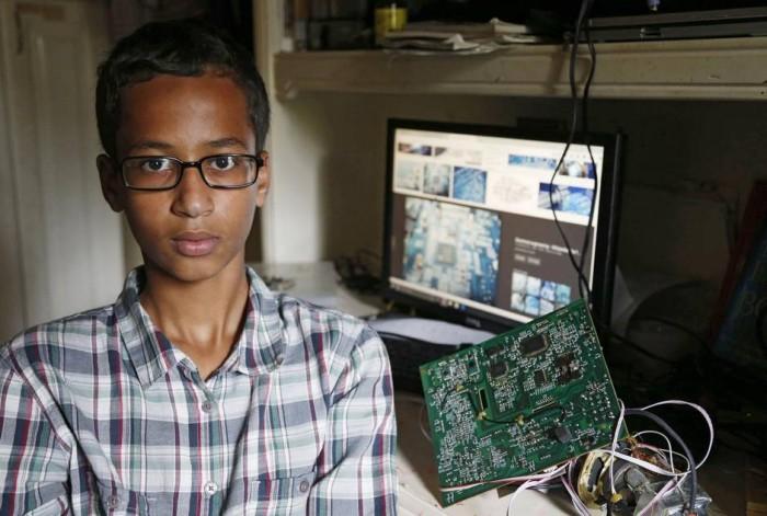 14-летнего подростка арестовали за то, что он принёс в школу самодельные часы - 1