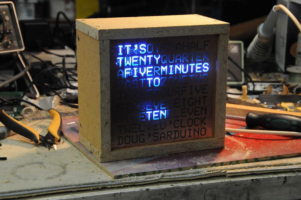 Смажь колеса времени не для первой премии © Высоцкий. Топ-10 самых необычных часов - 10