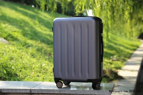 Xiaomi представила чемодан Mi Trolley
