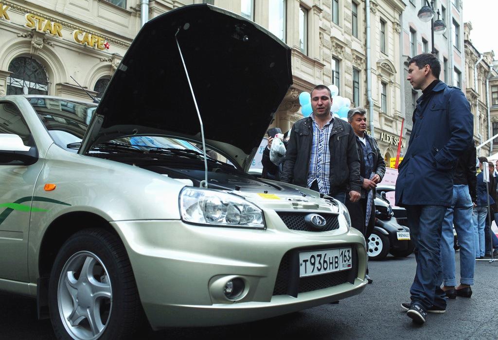 В Санкт-Петербурге широкой публике представили электромобили от различных производителей, в том числе от ОАО «АвтоВАЗ» - 2