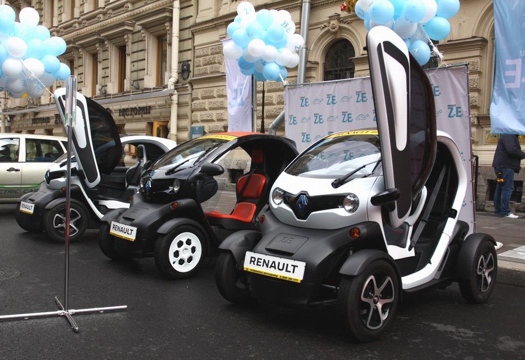 В Санкт-Петербурге широкой публике представили электромобили от различных производителей, в том числе от ОАО «АвтоВАЗ» - 3