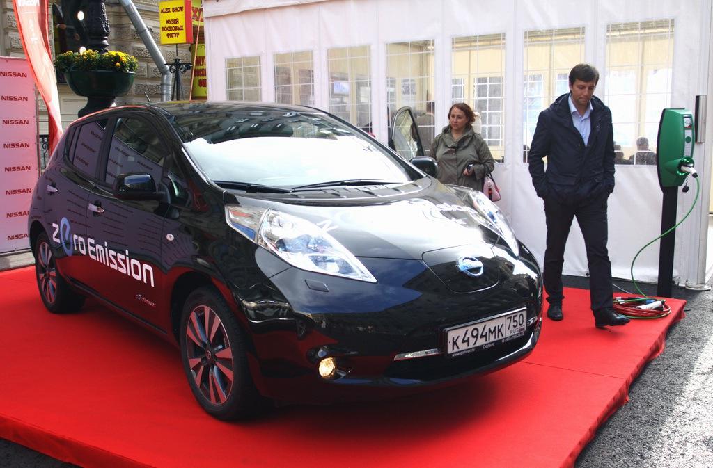 В Санкт-Петербурге широкой публике представили электромобили от различных производителей, в том числе от ОАО «АвтоВАЗ» - 4