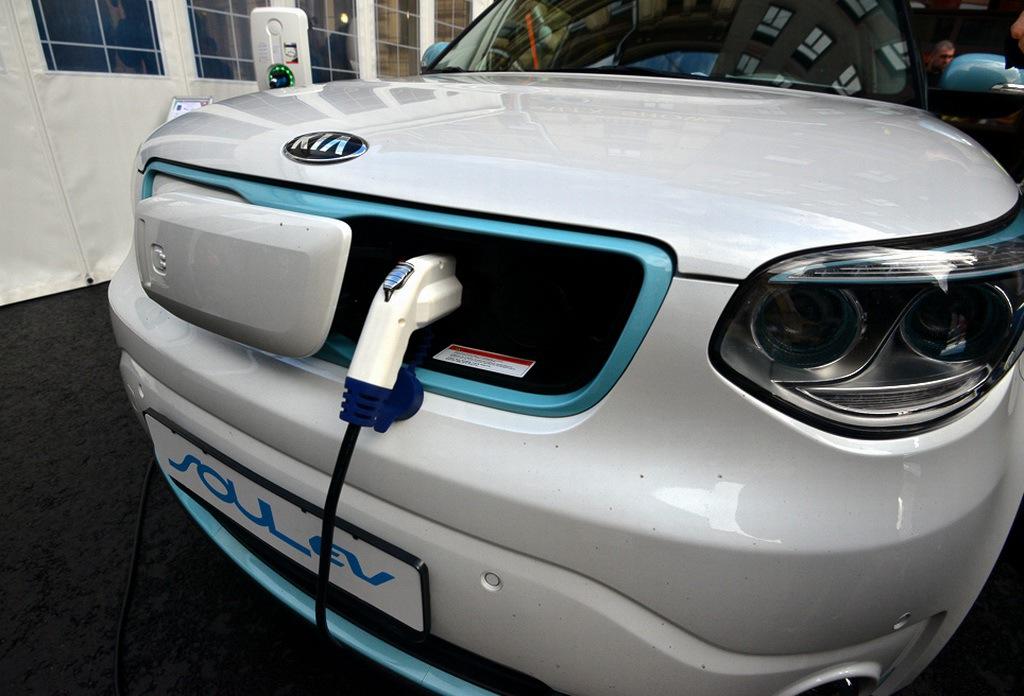 В Санкт-Петербурге широкой публике представили электромобили от различных производителей, в том числе от ОАО «АвтоВАЗ» - 5
