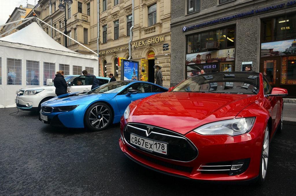 В Санкт-Петербурге широкой публике представили электромобили от различных производителей, в том числе от ОАО «АвтоВАЗ» - 1