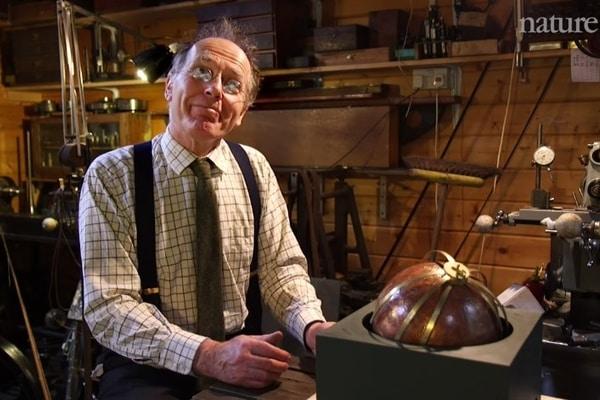 Англичанин построил модель сферы Архимеда - 1