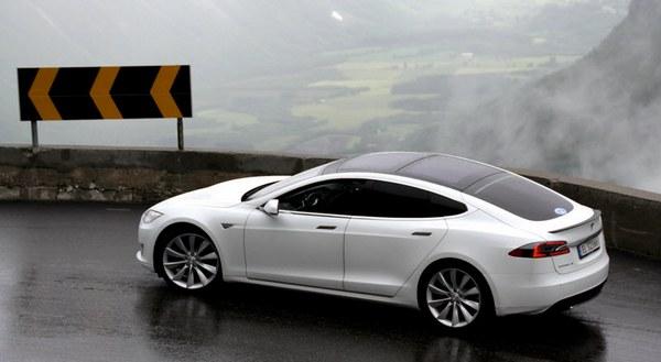к 2017 году запас хода Model S превысит 1000 км