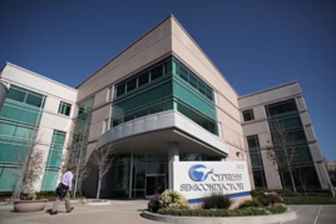 Если компания Atmel предпочтет предложение Cypress, ей придется выплатить Dialog неустойку в размере 137,3 млн долларов