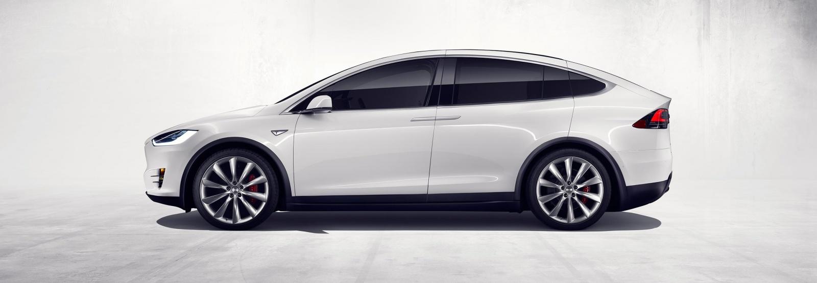 Илон Маск официально представил Tesla Model X - 2