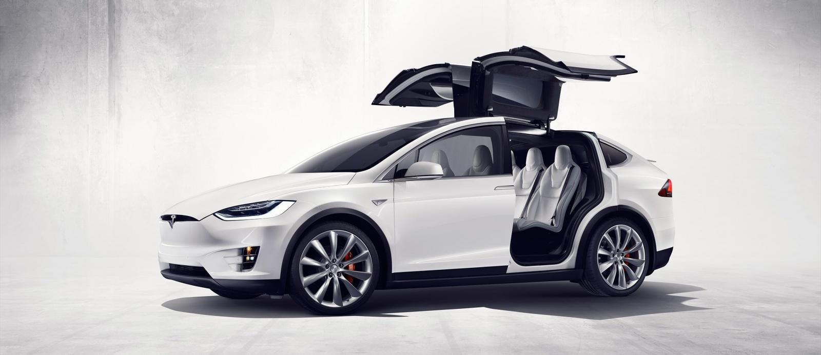 Илон Маск официально представил Tesla Model X - 1