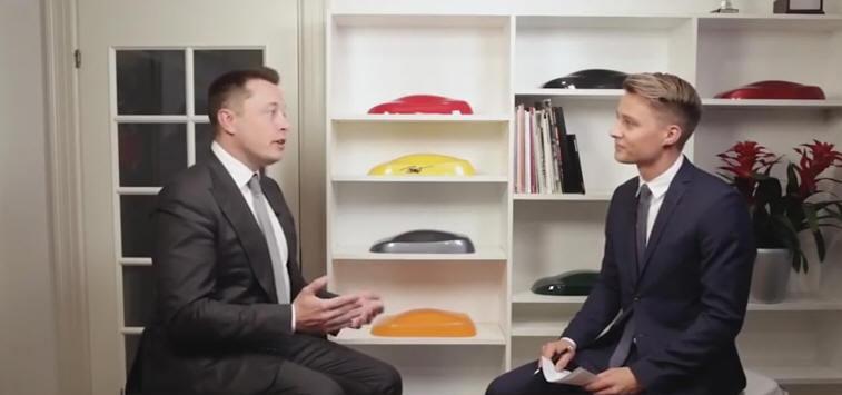 Маск пообещал, что через месяц Tesla смогут автономно передвигаться по шоссе, а через три года – везде - 1