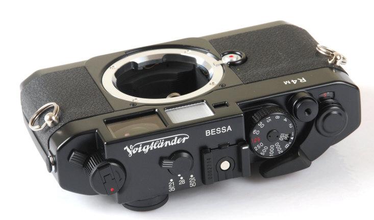 Кроме того, прекращается выпуск объективов Voigtlander Super Wide-Helliar 15mm f/4.5 Asph II