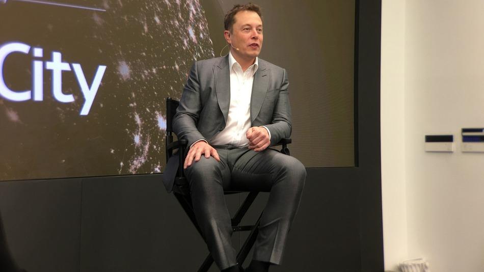Илон Маск разъяснил свою идею ядерной бомбардировки Марса - 1