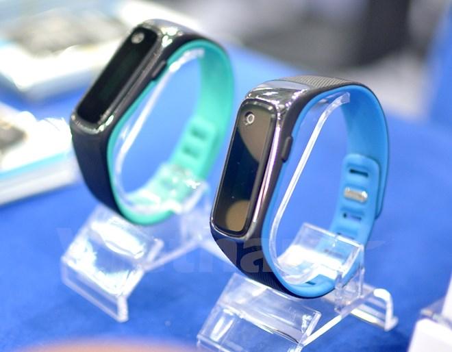 Корейский «Fitbit» с пульсометром и градусник на запястье: чем еще удивила Южная Корея - 3