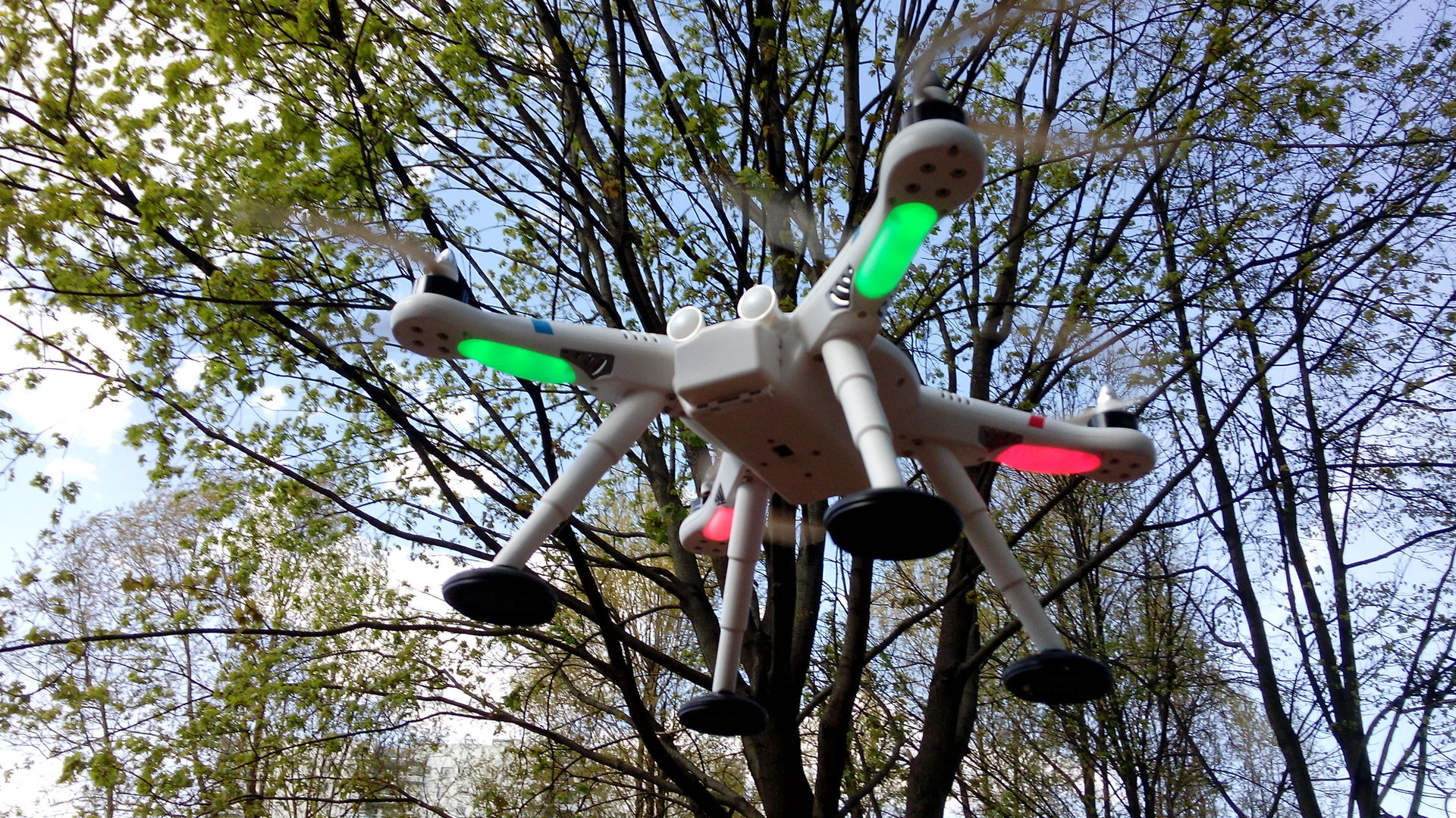Квадрокоптер для GoPro глазами девушки — Wltoys v303 - 4