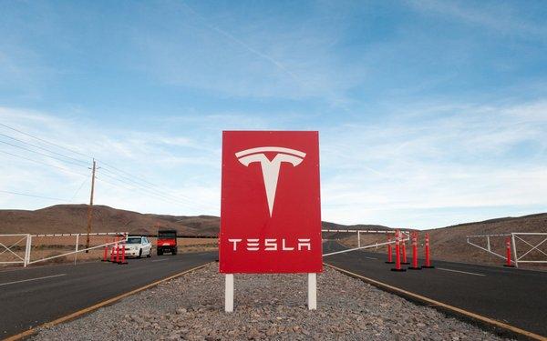 Интерес журналистов к Tesla Gigafactory выходит за рамки дозволенного