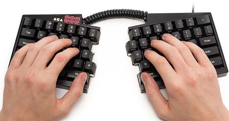 Клавиатура Ultimate Hacking Keyboard разделена на две части