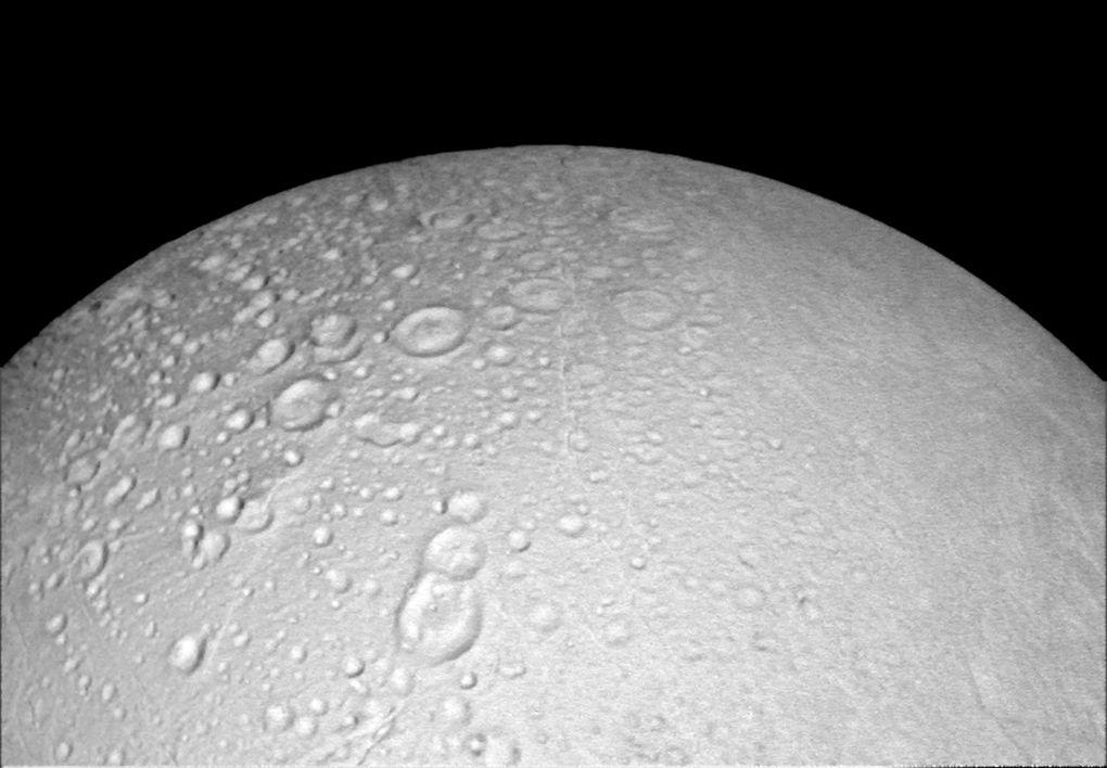 Cassini прислал фотографии Энцелада в хорошем разрешении - 3