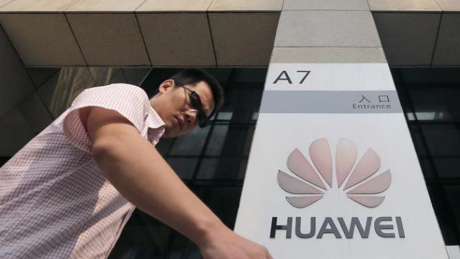 На рынке смартфонов Huawei уступает только компаниям Samsung и Apple
