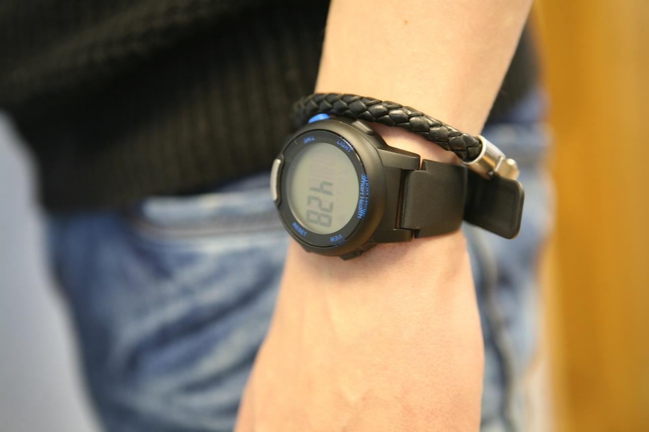 Проще некуда. Самые дешевые часы с пульсометром «для богатых»: Smart Health - 1