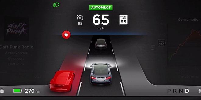 Владельцы Tesla Model S опытным путем выясняют, что функция автопилота работает неидеально