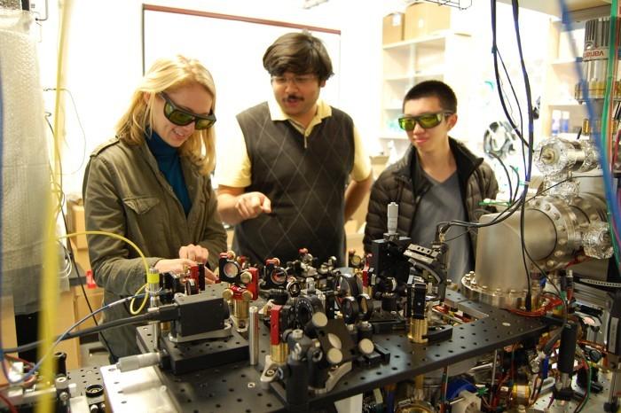 Эффект Зенона подтверждён: атомы не двигаются, если на них смотреть - 1