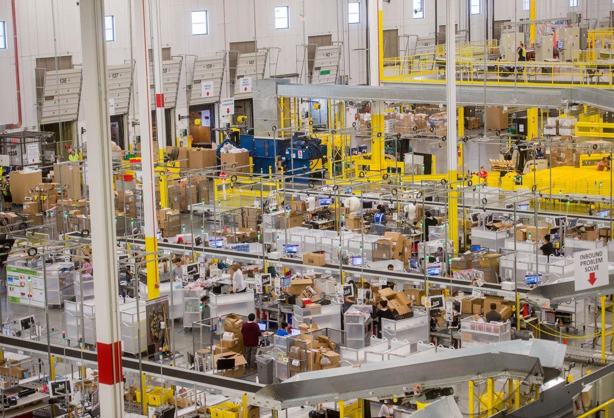 На складах Amazon теперь работает 30 тысяч роботов вместо 15 тысяч (+ фото со складов компании) - 15