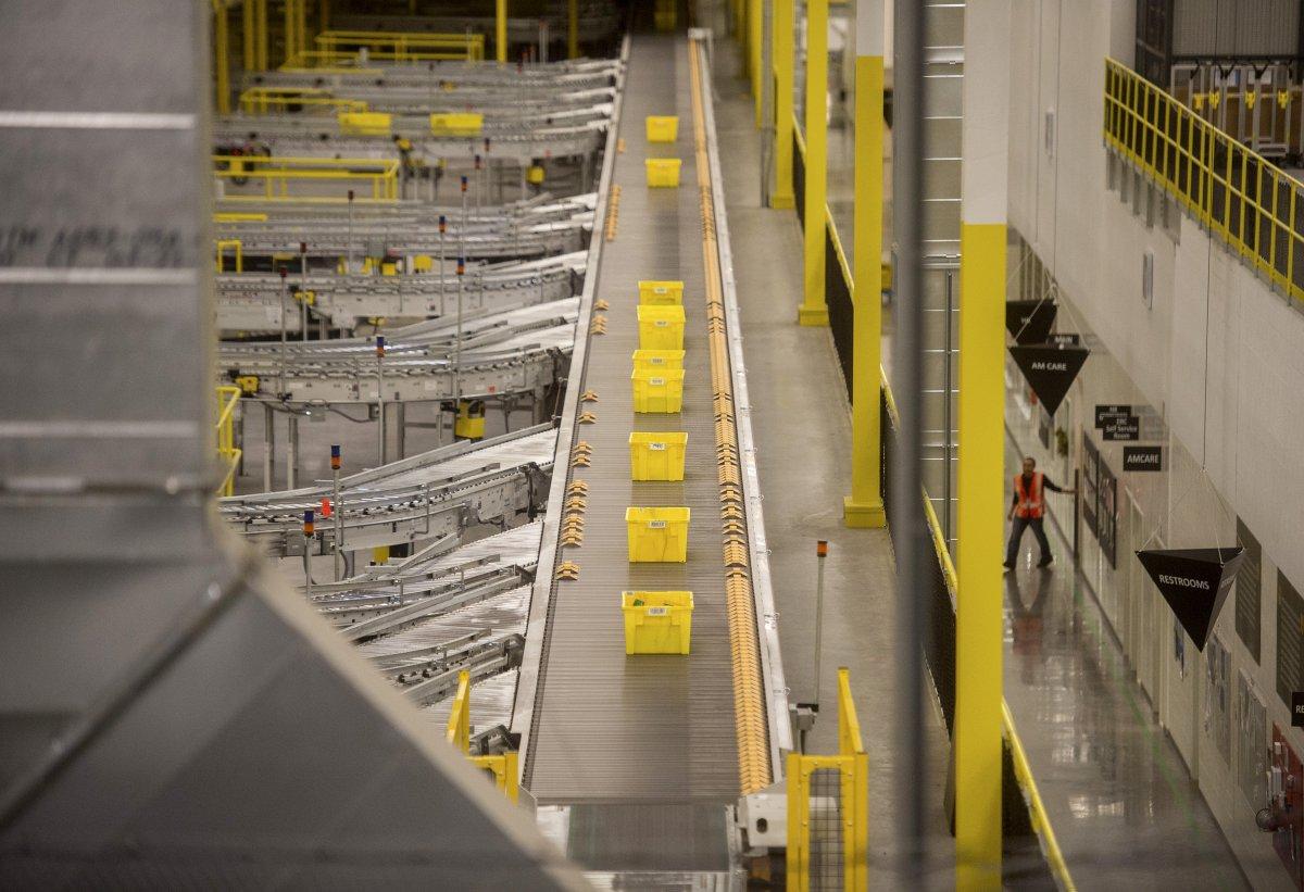 На складах Amazon теперь работает 30 тысяч роботов вместо 15 тысяч (+ фото со складов компании) - 16