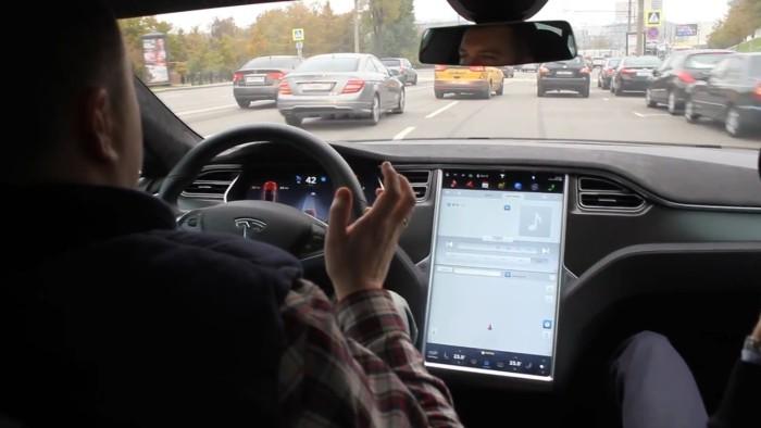 Автопилот Tesla проверили на московских дорогах - 1