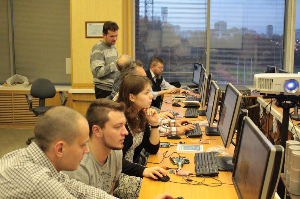 Провели семинар по процессору на ПЛИС MIPSfpga в МИЭТ - 9
