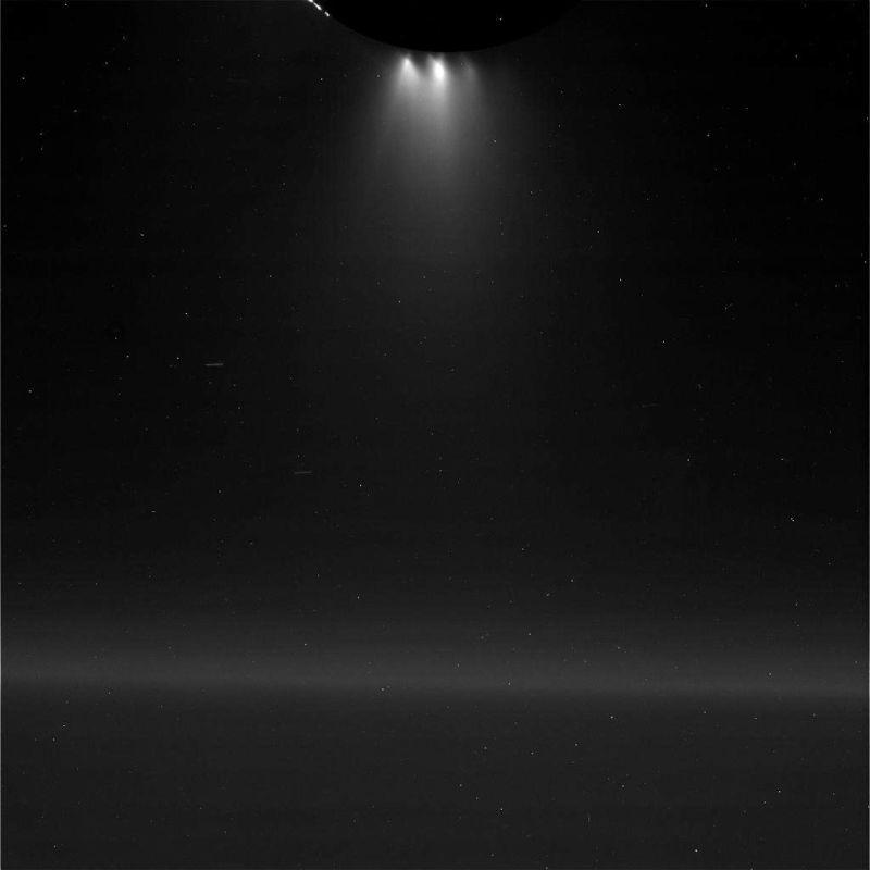 Cassini прислал первые фотографии Энцелада, сделанные с близкого расстояния - 4