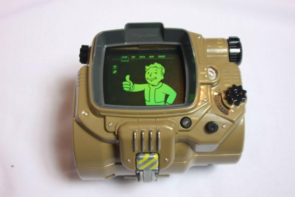 Анбоксинг Pip-Boy: первое знакомство с наручным ПК из мира Fallout - 11