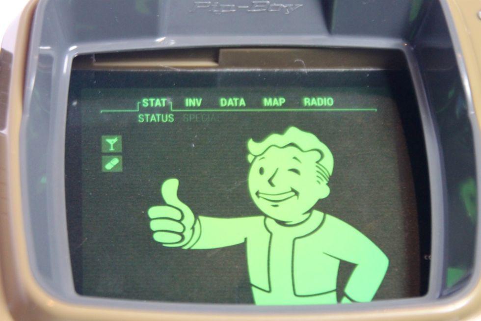 Анбоксинг Pip-Boy: первое знакомство с наручным ПК из мира Fallout - 12