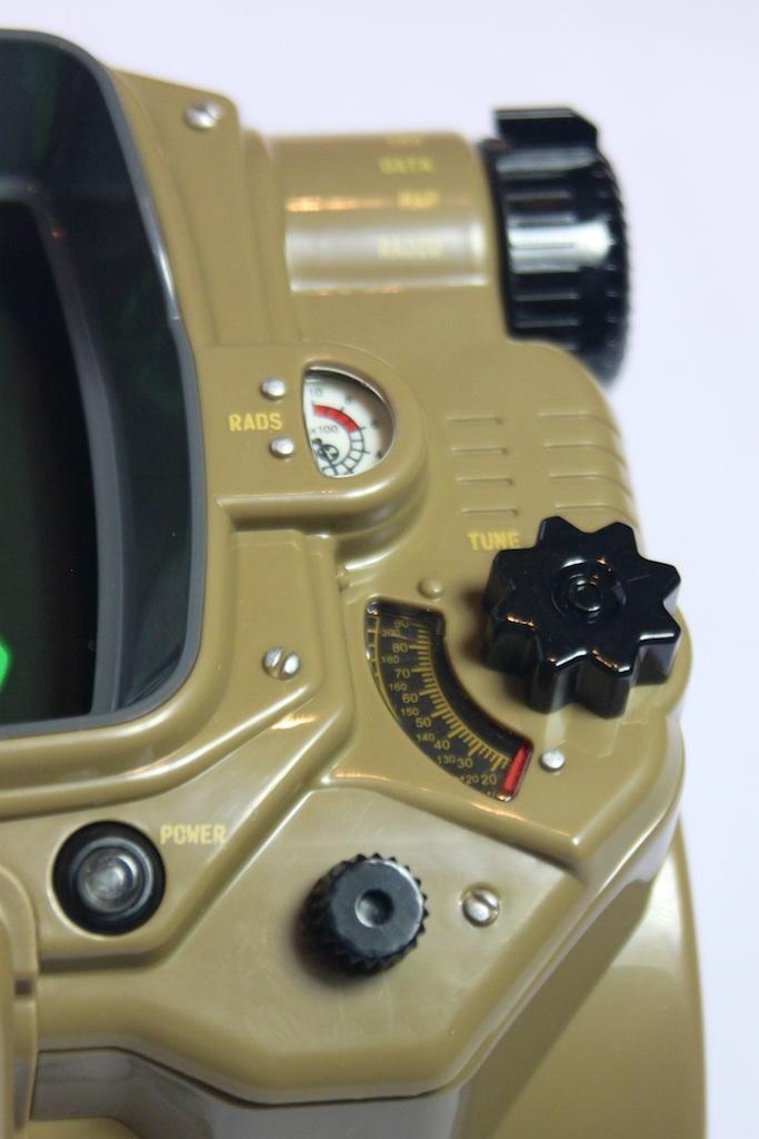 Анбоксинг Pip-Boy: первое знакомство с наручным ПК из мира Fallout - 13