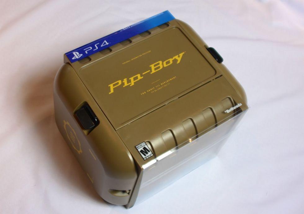 Анбоксинг Pip-Boy: первое знакомство с наручным ПК из мира Fallout - 1