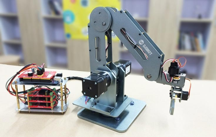 Первые роботы Dobot должны быть отгружены участникам кампании уже в декабре этого года